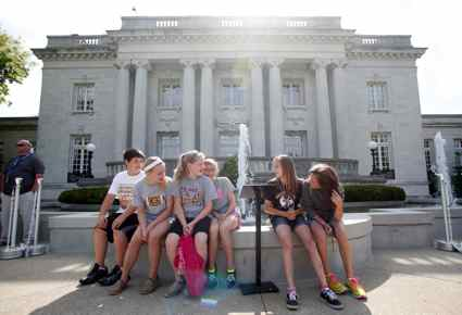 Students from Paint Lick Elementary School (Garrard County) wait to tour the Governor's mansion. (Photo by Amy Wallot)