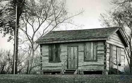 Log cabin with wi fi nku students give 1850s kentucky for Cabin builders in arkansas