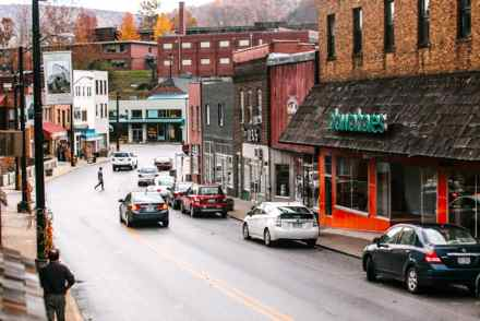 Downtown Whitesburg and the empty storefront where Dawahare's once stood (Photo from Daily Yonder)