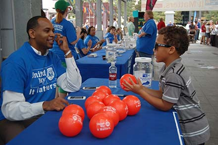 Kentucky basketball great Derek Anderson signed autographs during Tuesday's kickoff celebration of the United Way of the Bluegrass Big Bold Goal at Fifth Third Pavilion in downtown Lexington. (Photo by Judy Clabes)