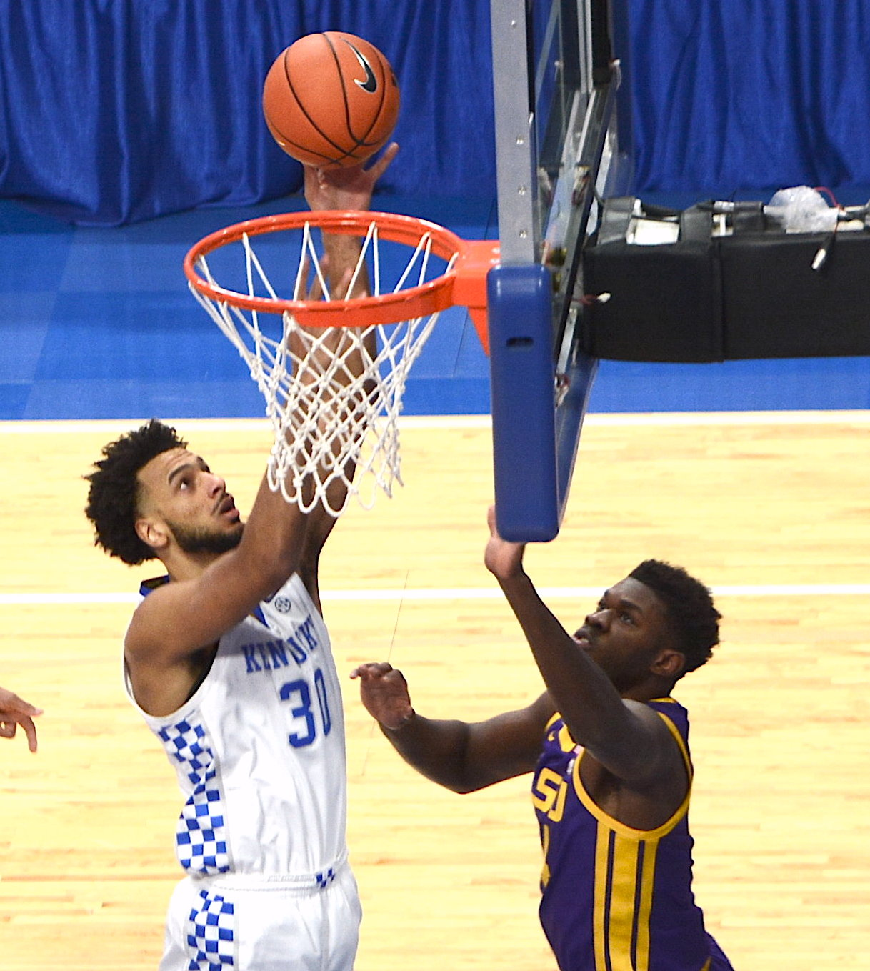 UK gets back on track, rolls to 82-69 victory over LSU on Saturday night to end three-game losing streak